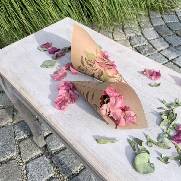 KORNÚT svadobný na okvetné lístky prírodné s ruží 20cm 8ks